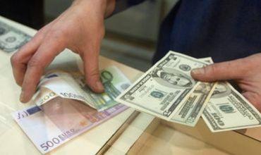 Евро и доллар подорожают по отношению к молдавскому лею.