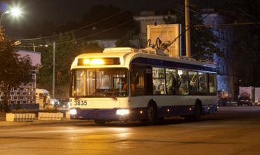 Водители ночного транспорта простояли на конечной до двух ночи и отправились в троллейбусный парк.