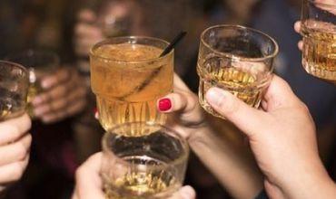 Парламент решил не штрафовать за продажу алкоголя лицам до 21 года.