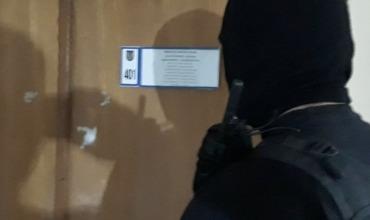 Задержанный сотрудник Налоговой службы подозревается в крупной взятке.