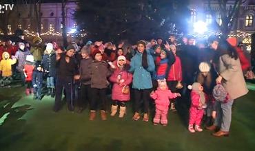 Женщины организовали ритуал, чтобы вызвать снег для детей.