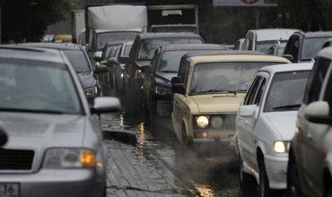 На некоторых улицах Кишинева затруднено дорожное движение.