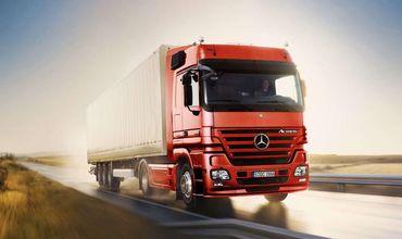 Согласно официальной статистике, больше всего грузов, по-прежнему, перевозится автотранспортом.