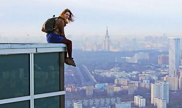 Россиянка прославилась на весь мир опасными селфи