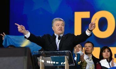 По итогам выборов Зеленский набрал более 73% голосов, а действующий президент Порошенко — около 24%.