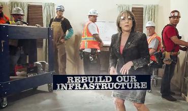На записи губернатор говорит о необходимости пробивать стены, чтобы добиться изменений.