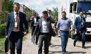 Опрос выявил снижение рейтинга партии Зеленского на Украине.