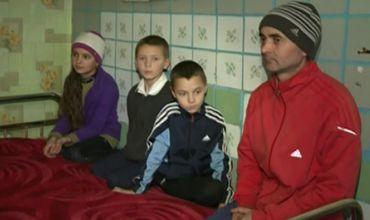 Povestea unui tată care crește singur trei copii la Bujor