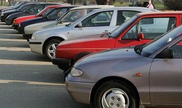 По данным статистики, из общего числа зарегистрированных с начала года автомобилей более 47 процентов - это машины старше восьми лет.