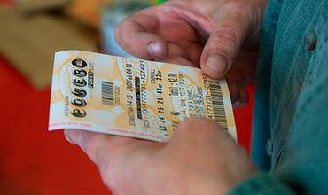 Победитель лотереи в Великобритании едва не лишился миллионного выигрыша.