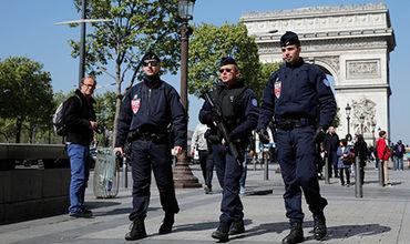 В центре французской столицы произошла перестрелка, в результате которой погиб полицейский.