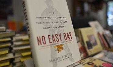 Биссонетт выпустил книгу «Нелегкий день» в 2012 году под псевдонимом Марк Оуэн.