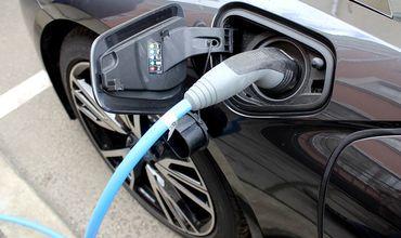 """В США создали """"долгоиграющие"""" батареи для электрокаров."""
