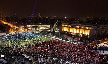 Десятки тысяч человек вновь протестовали против правительства Румынии
