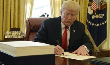 Трамп на год продлил санкции за «иностранное вмешательство в выборы»