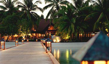 В отеле, номерной фонд которого насчитывает 180 комнат, работают пять ресторанов и три бара.