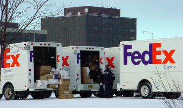 Власти Китая начали расследование в отношении американской службы доставки FedEx.
