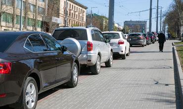 Припаркованные транспортные средства не должны блокировать доступ к подъездам, пандусам.