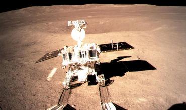 """Космический аппарат """"Чанъэ-4"""" и луноход """"Юйту-2"""", уже более месяца исследующие обратную сторону Луны """"уснули""""."""