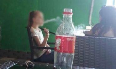 В одном из столичных заведений сфотографировали девочку, курящую кальян