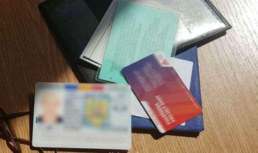 Мужчина заявил, что приобрел удостоверение личности у гражданина Молдовы, заплатив 150 евро.