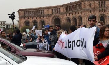 В Ереване проходят массовые акции протеста.
