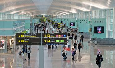 В испанских аэропортах перешли на гендерно-нейтральные обращения