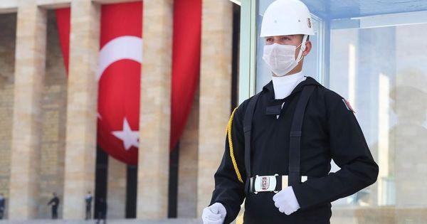 Turcia: O jurnalistă, condamnată pentru critica adusă agenției de stat thumbnail