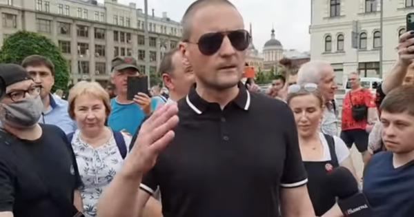У Кремля собрались протестующие, требуя отмены конституционной реформы thumbnail