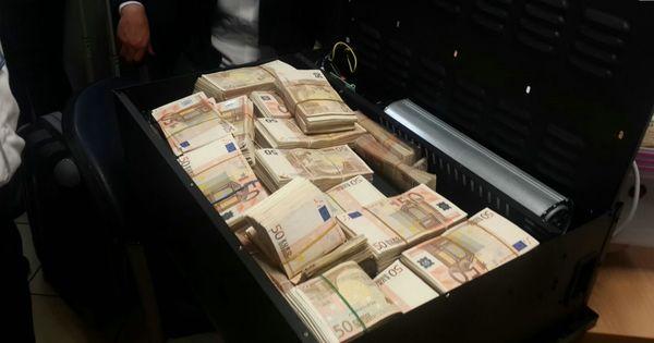 Парижанка нашла чемодан с 500 тысячами евро в подвале своей квартиры thumbnail
