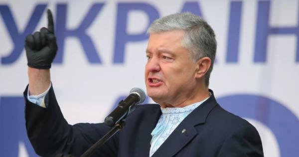 """Порошенко заявил о """"мировом рекорде"""" по заведенным против его делам thumbnail"""