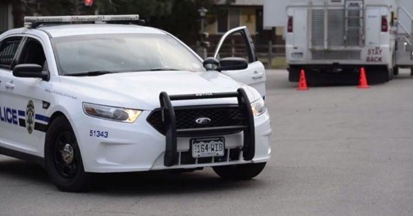 В США полицейских уволили за улыбки после скандала с удушением Флойда thumbnail