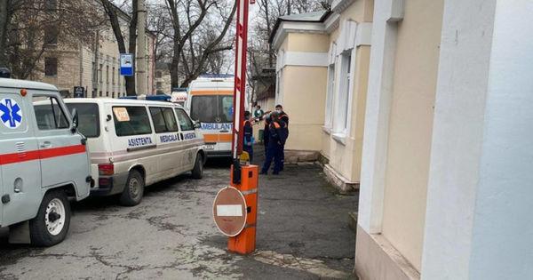 Призыв молдаванки, находящейся в больнице: Коронавирус изменил мою жизнь thumbnail