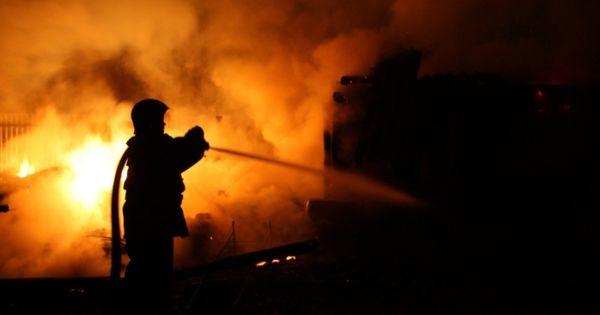 Incendiu la Tiraspol: O anexă plină cu lemne, mistuită de flăcări thumbnail