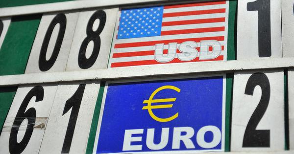 Curs valutar 12 august 2020: Cât valorează un euro și un dolar thumbnail