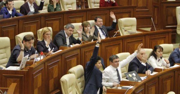 Платформа DA поддержит вотум недоверия против министра Думбрэвяну thumbnail