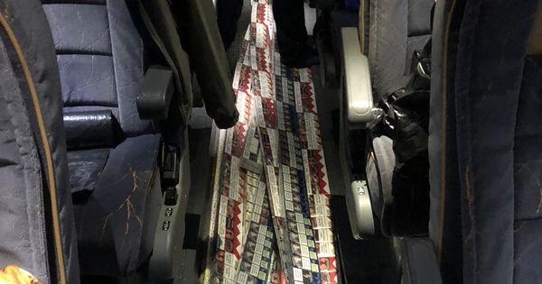 Таможенники нашли в автобусе около 40 000 контрабандных сигарет thumbnail