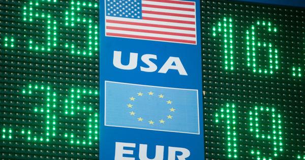 Curs valutar 11 mai 2020: Cât valorează un euro și un dolar thumbnail