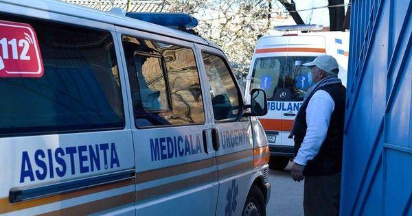 Primarul de Cărpineni a decis să dezinfecteze toate drumurile din sat thumbnail