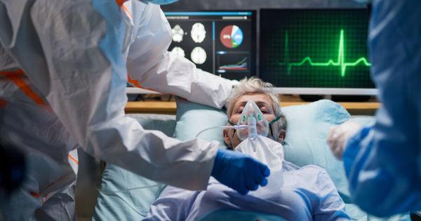 Medicii avertizează asupra unui nou simptom apărut în urma infectării cu COVID-19 thumbnail