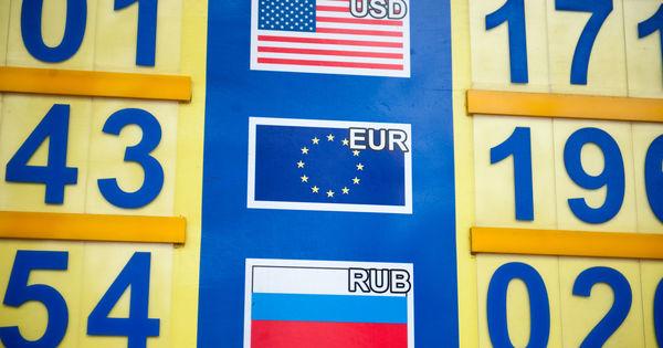 Curs valutar 27 octombrie 2020: Cât valorează un euro și un dolar thumbnail