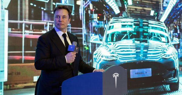 Илон Маск заявил о скором создании полностью автономной машины thumbnail