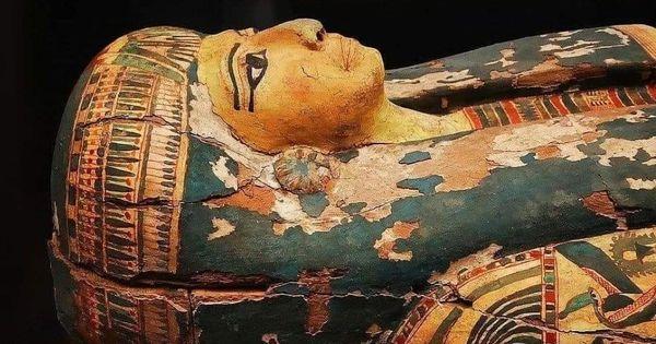 Близ Каира обнаружены 27 саркофагов возрастом более 2500 лет thumbnail