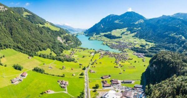 Elveția va oferi bogaților lumii depozite în stâncile Munţilor Alpi thumbnail