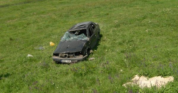 Un automobil s-a răsturnat în șanț la Ialoveni: Șoferul era beat thumbnail