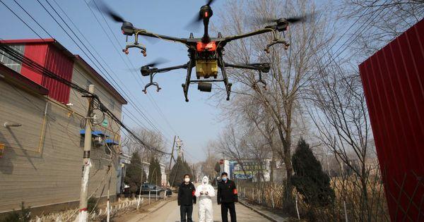 Spania: Dronele patrulează străzile în timpul carantinei thumbnail
