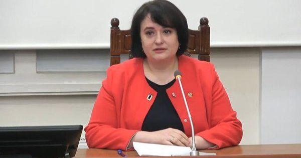 Viorica Dumbrăveanu, cu lacrimi în ochi: Mamă, stai acasă thumbnail