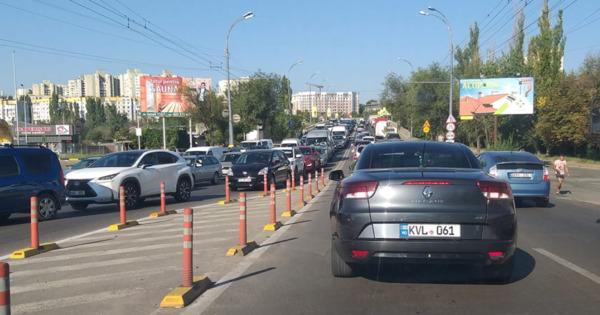 На улицах Кишинева образовались километровые пробки thumbnail