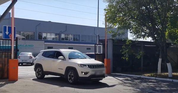 Пограничники изъяли люксовые автомобили, украденные из ЕС thumbnail