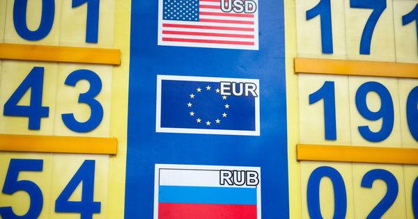 Curs valutar 30 iunie 2020: Cât costă un euro și un dolar thumbnail
